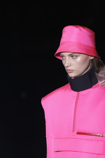 Prada: il ritorno di una moda radicale e notturna