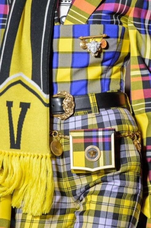 Mini, maxi e colorate: le nuove borse di Versace mettono il buonumore