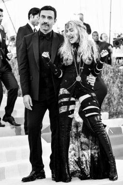 Riccardo Tisci con Madonna nel 2016