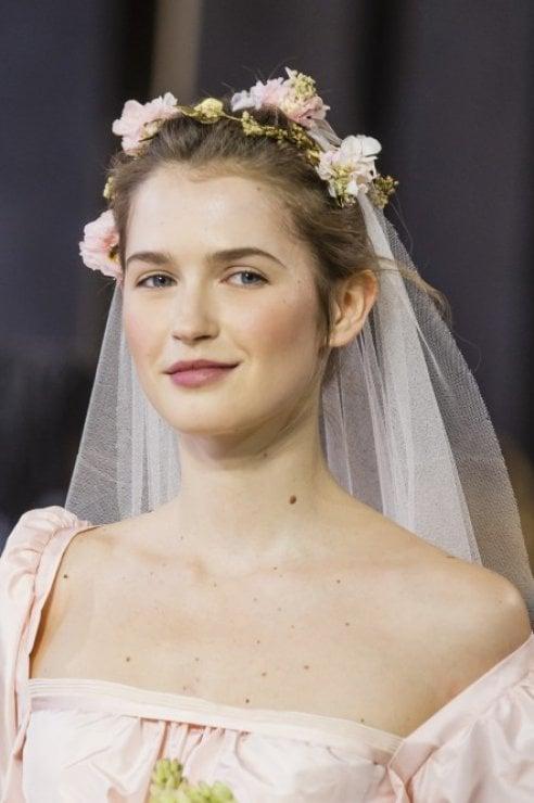I gioielli, accessori e bouquet per la sposa