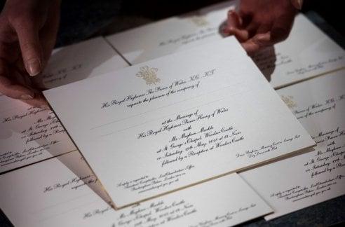 Le partecipazioni sono pronte! Carta inglese e inchiostro americano per gli inviti di Harry e Meghan