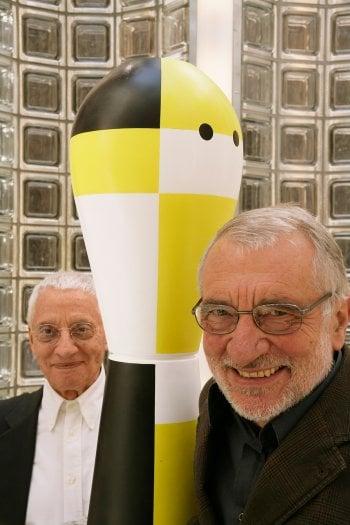 Alessandro e Francesco Mendini. Foto di Andres Otero
