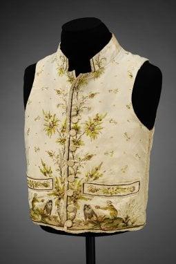 ''Fashioned from Nature'': la mostra tra moda e natura dal 1600 a Emma Watson