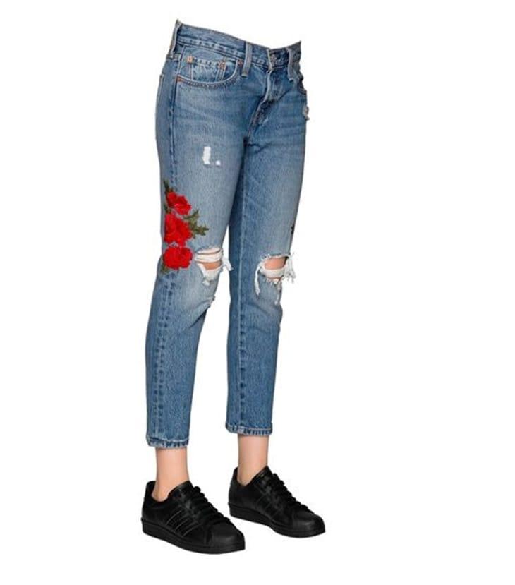 Pantaloni di denim con maxi ricami, Levi's in vendita da Luisa Via Roma