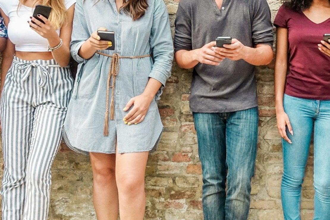 Galateo dello smartphone: 10 regole per non fare mai brutta figura