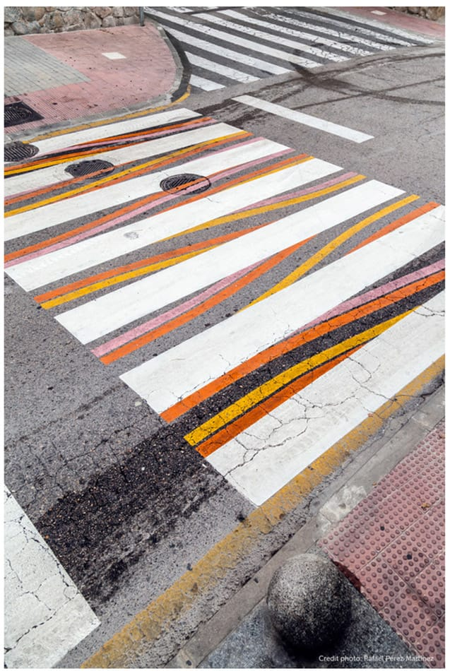 Le strisce pedonali a Madrid dell'artista Christo Guelov (segui su instagram l'hashtag #funnycross e  #christoguelov) Foto di Rafael Peréz Martinez