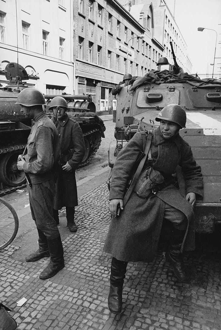 Le truppe sovietiche entrano in Cecoslovacchia mettendo fine alla Primavera di Praga