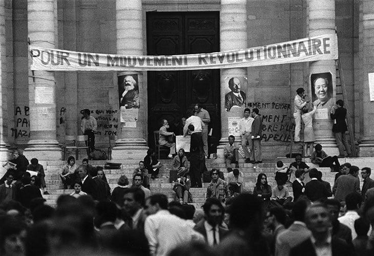 Il cortile della Sorbona di Parigi occupato dagli studenti il 3 maggio 1968