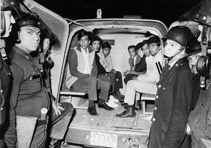 3 ottobre 1968, alcuni studenti vengono catturati dalle forze dell'ordine a Città del Messico e portati in questura. Circa 200 invece non faranno mai ritorno a casa