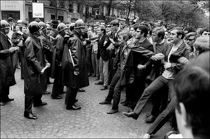 6 maggio 1968: tensioni tra studenti e polizia in Boulevard Saint-Michel nel Quartiere Latino di Parigi