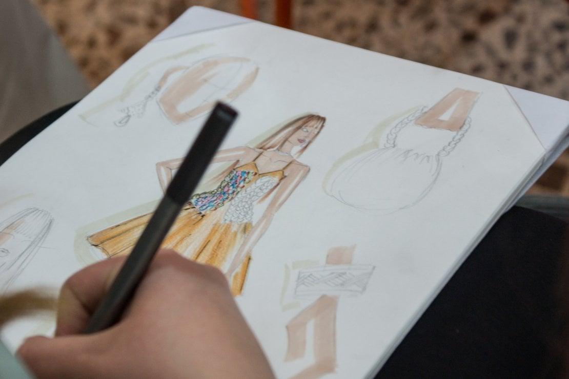 Il bozzetto di un abito disegnato durante il progetto 'Journey with new hope'
