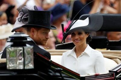 Il debutto di Meghan Markle ad Ascot a fianco del principe Harry e della Regina