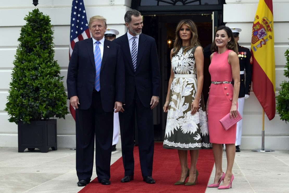 Melania VS Letizia: la Regina spagnola ricicla un abito della First Lady