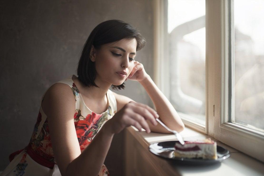 Non mangiare le tue emozioni: dire addio alla fame nervosa