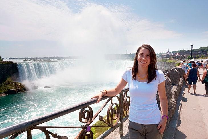 Dana alle cascate del Niagara