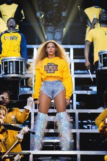 Beyoncé e Balmain annunciano una collaborazione: in vendita i look del Coachella. E i proventi vanno in beneficenza