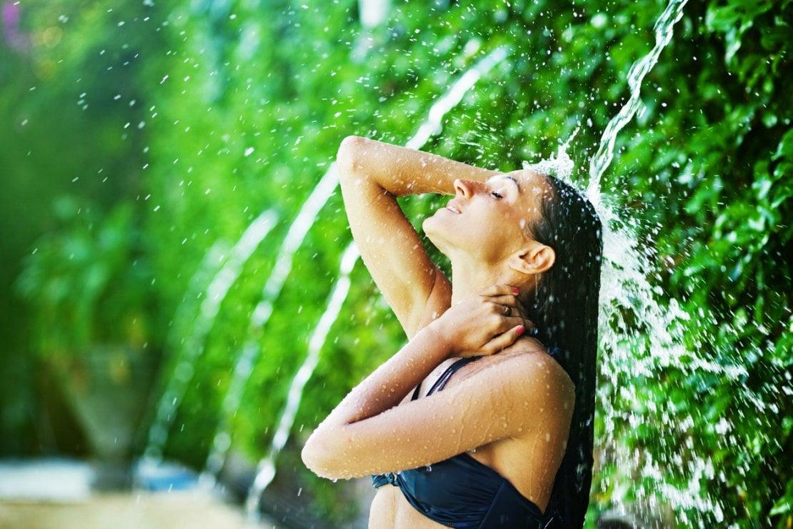 Doccia: come farla senza disidratare la pelle