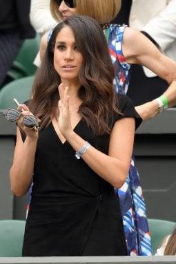 2016: Meghan a Wimbledon. Alle sue spalle Anna Wintour