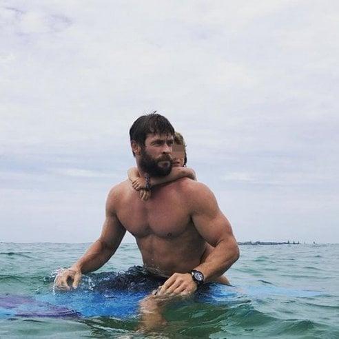 Surf e famiglia: le grandi passioni di ChrisInstagram di Chris Hemsworth