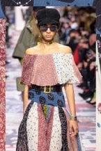 Lunghi, colorati e comodissimi: gli abiti foulard dell'Autunno Inverno 2018-19