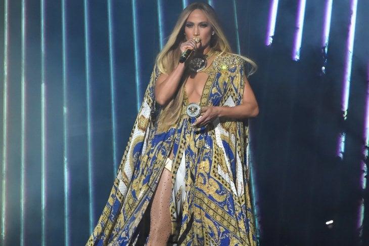 7 cambi di look per una performance storica: Jennifer Lopez conquista i VMA