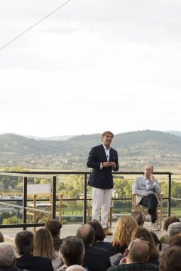 Brunello Cucinelli alla conferenza stampa di Solomeo