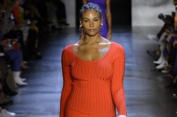 A New York e Londra la moda abbraccia le donne curvy. Sarà lo stesso a Milano e Parigi?