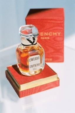 Il primo flacone di L'Interdit Foto courtesy Givenchy