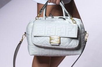 Ladylike o sporty: le borse più belle delle sfilate milanesi. Foto: sfilate: è il momento dei tacchi. Dal tacco 12 a quello comodo