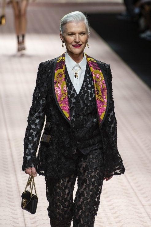 Rughe, capelli bianchi... il trend dei modelli over 45 alle Fashion Week. La moda non è più una questione di età