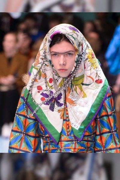 Tendenza foulard: dagli abiti alle borse 10 modi di portarli