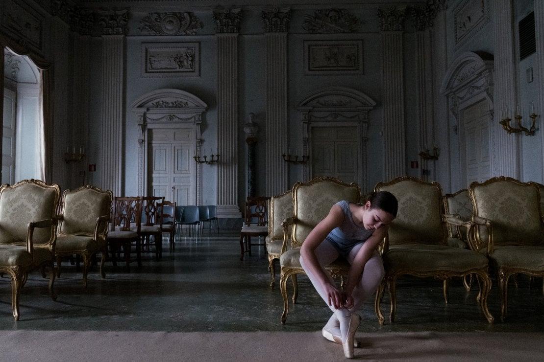 Qualche studentessa vuole fare l'attrice, altre la ballerina. Qui la Sala Bianca