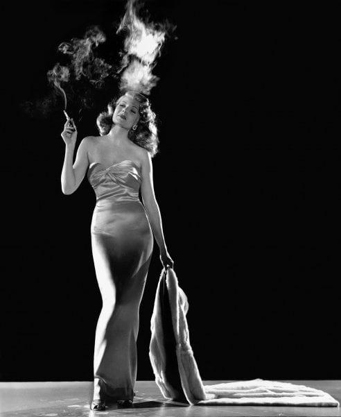 100 anni fa nasceva Rita Hayworth, l'indimenticabile Gilda che ha sedotto il mondo con i suoi look da sogno e uno stile sfrontato