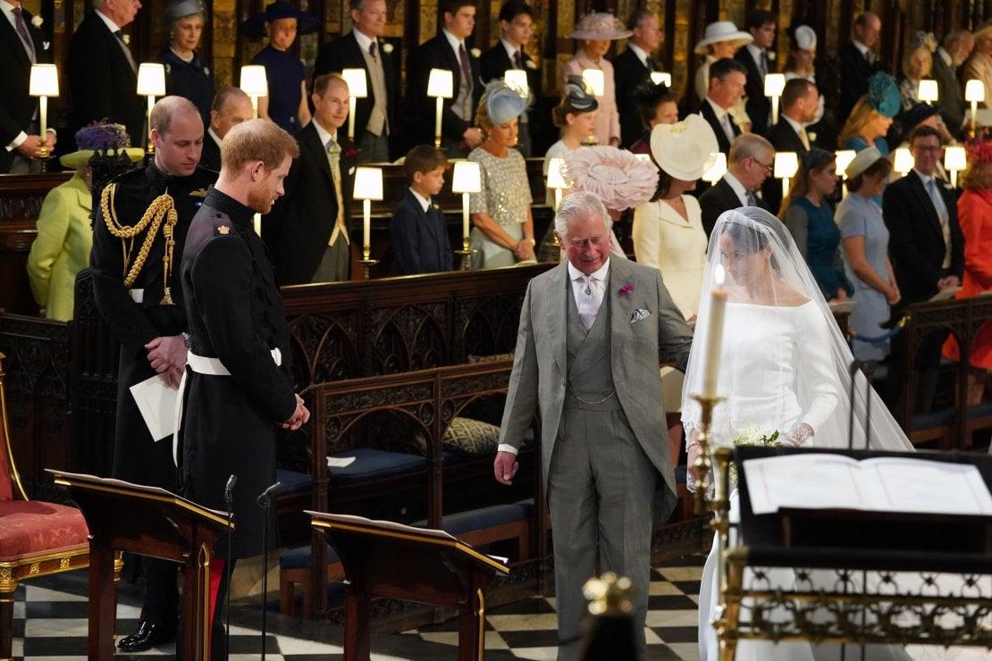 Carlo d'Inghilterra compie 70 anni e il figlio Harry gli rende omaggio: ''Sono orgoglioso abbia accompagnato Meghan all'altare''