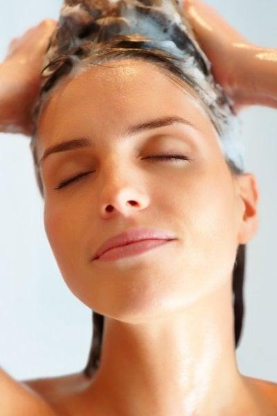 Sei sicura di usare lo shampoo giusto? Ecco 5 segnali da tenere d'occhio