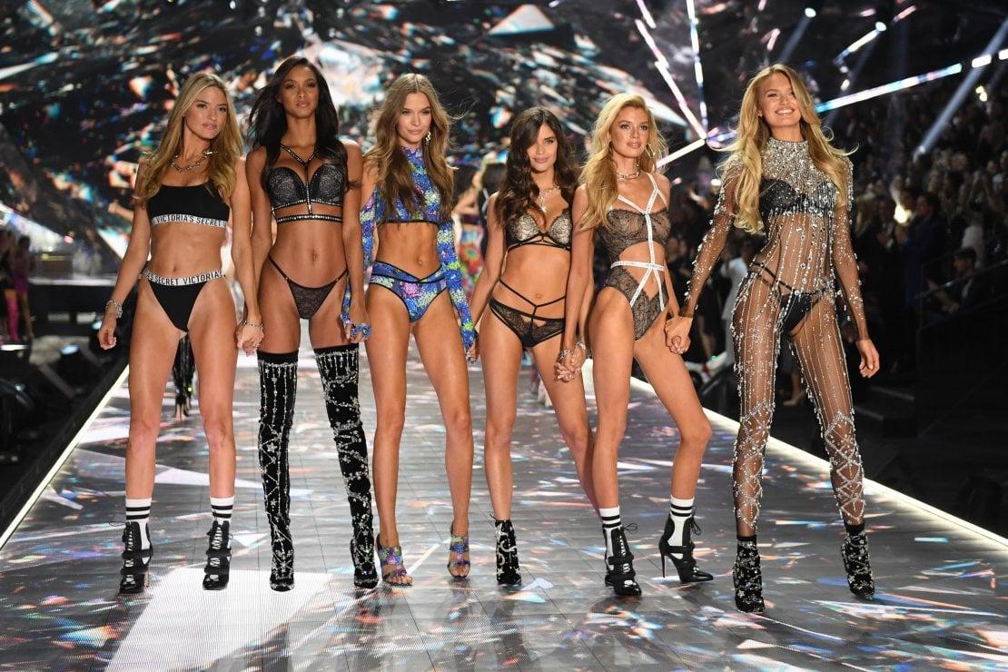 Victoria's Secret non è un brand inclusivo. ''È fuori dalla storia degli ultimi 30 anni''. Ma i numeri dicono il contrario