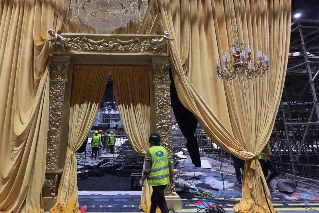 Il faraonico allestimento per il #DGTheGreatShow viene smontato a Shanghai