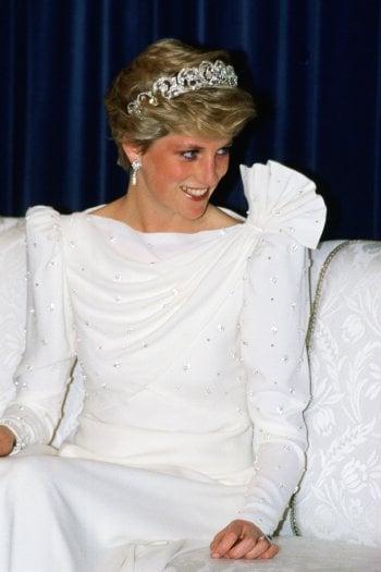 Abbandonato in un armadio, rispunta l'abito bianco di Lady Diana. Che oggi finisce all'asta per 100mila sterline