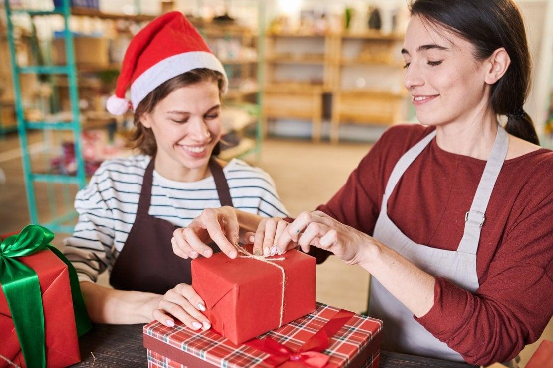 Volontariato a Natale: suggerimenti per chi vuole aiutare gli altri sotto le feste