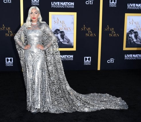 Lady Gaga in versione metal di Givenchy Couture 11089ea1b3b