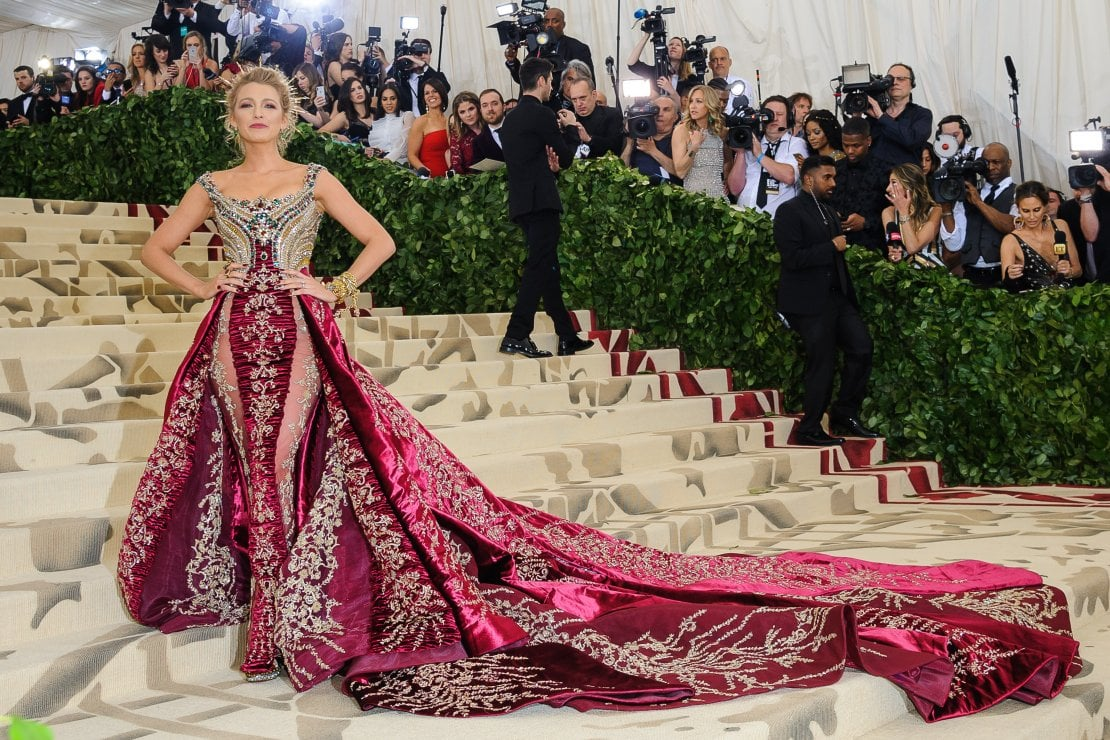 236a37c9194b Blake Lively in Versace al Met Ball