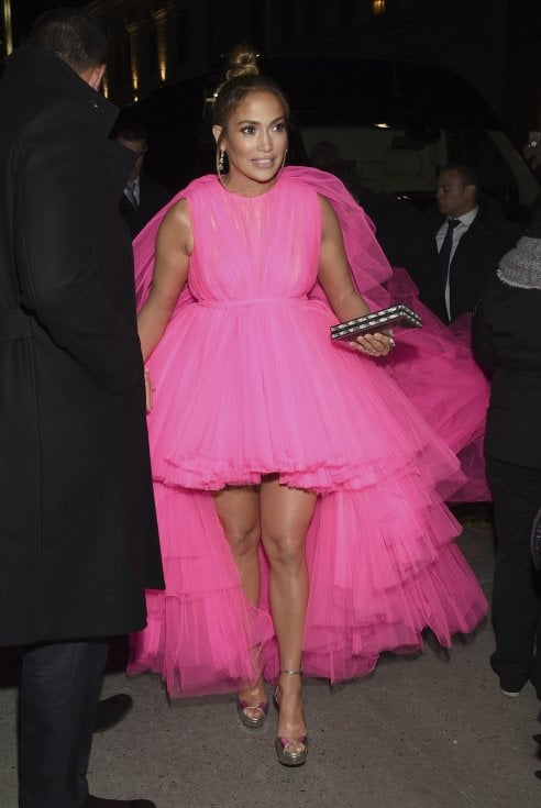 a7fe9892cc61 Jennifer Lopez regina di stile  10 look in due giorni - Moda - D.it ...