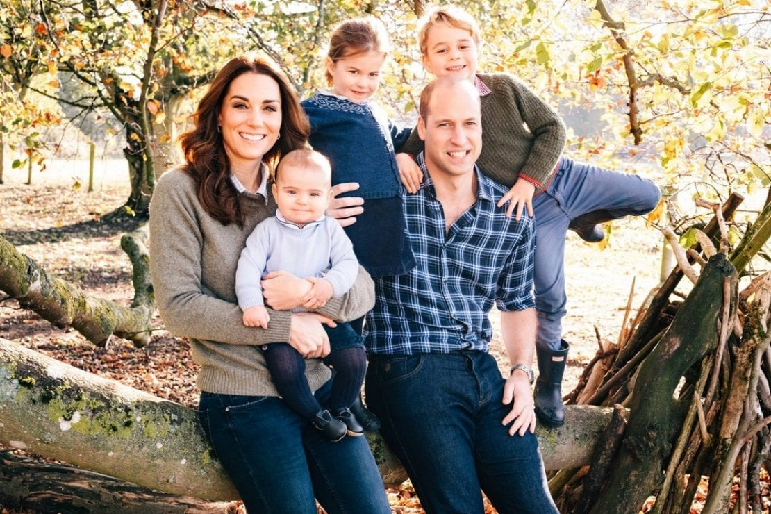 Auguri di Natale dalla royal family: William, Kate e i principini, Harry e Meghan, Carlo e Camilla in posa