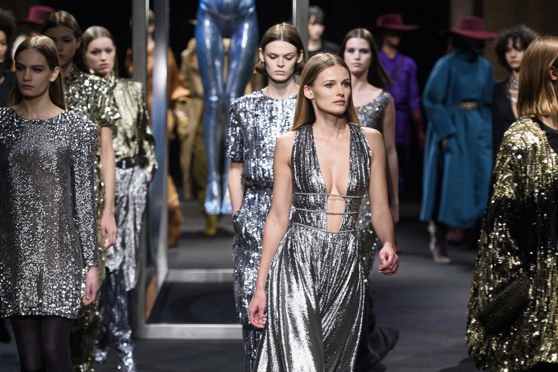 fb2ac1b7799d Paillettes  da dove vengono i decori più luminosi della moda. Alberta  Ferretti a i 2018-19