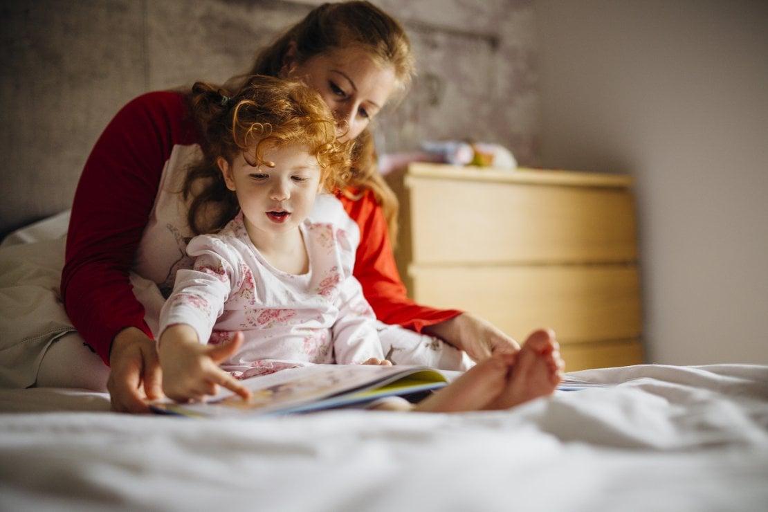 Insegnare ai bambini a rispettare l'ora di andare a letto è un regalo che i genitori fanno ai loro figli, ma anche a se stessi