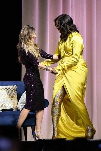 Michelle Obama sorprende tutti con stivali glitterati fin sopra al ginocchio da 4000$