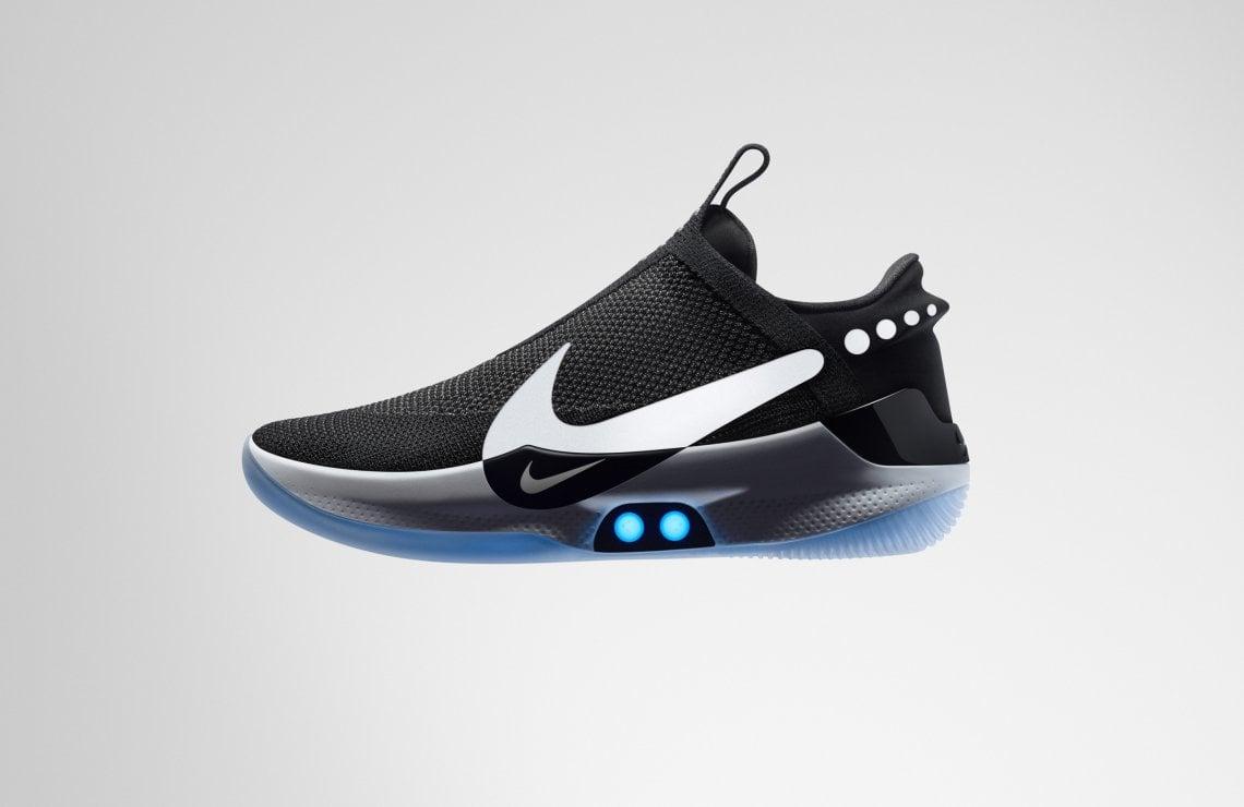 Arrivano le scarpe che si allacciano da sole e che si controllano con lo  smartphone. Nike presenta le nuove Adapt BB - Moda - D.it Repubblica 74fc722d397