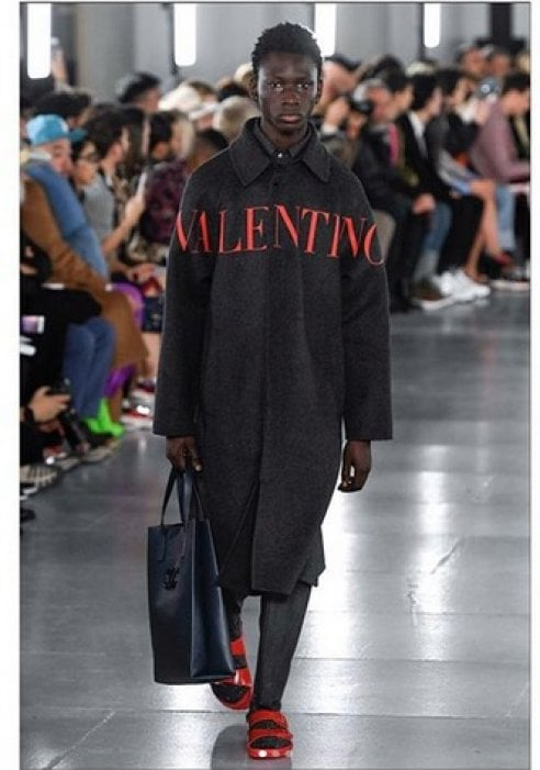 Valentino e Birkenstock: i sandali diventano couture