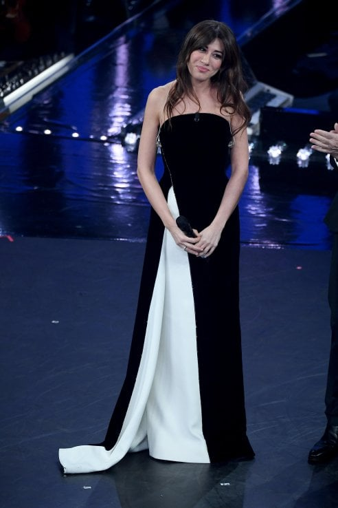 detailed look e2d24 94a21 Sanremo 2019: Virginia Raffaele punta sul nero e vince ...