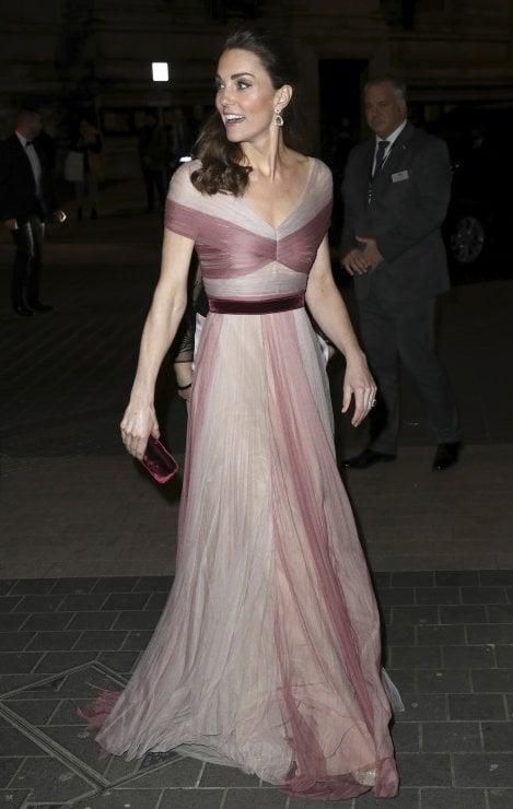 ab6e08432c Kate, duchessa di Cambridge, arriva alla serata di gala organizzata da 100  Women in Finance al Victoria and Albert Museum di Londra. 13 febbraio